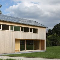 Die Stuttgarter Hütte in Zürs mit Stehfalzdach aus Roofinox Pearl, HFX Edelstahl