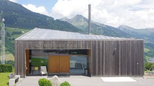 Gemeindehaus Raggal mit Edelstahldach aus Roofinox Zinn matt