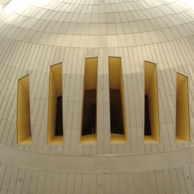 Kongresszentrum in Malaysia, Innenverblechung aus Roofinox Classic