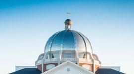 Dach der Union University Library in Jackson, Tennessee aus Roofinox Zinn matt Edelstahl, mit Roofinox Tartan Dachsystem