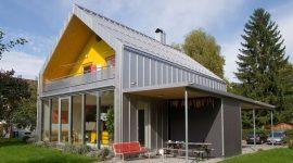 Privathaus in Österreich mit Roofinox Classic Edelstahl Dach und Fassade