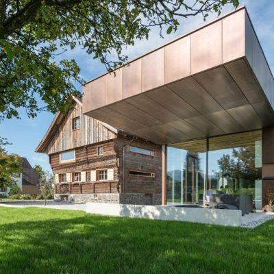EFH Roofinox Dura Fassade HFX Edelstahl elektrogefärbt