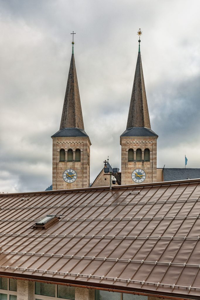 bronzefarbener und schwarzer edelstahl für dach und fassade