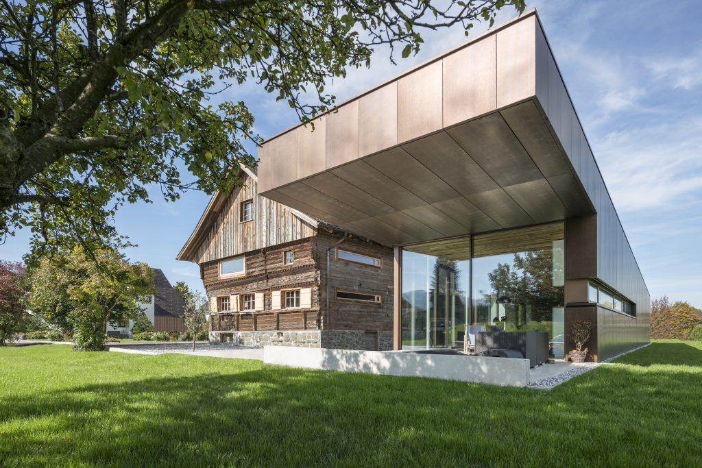 Roofinox Dura Fassade HFX Edelstahl elektrogefärbt in Hard, Österreich