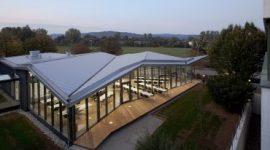 Firmengebäude in Deutschland mit Roofinox Plus matt Edelstahl Dach