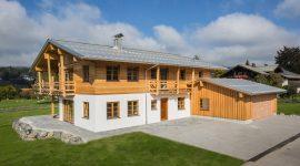 Privates Holzhaus in Deutschland mit Roofinox Plus matt Dach