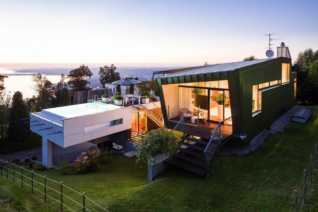 Roofinox Classic Stehfalzfassade, abends, schöne Aussicht