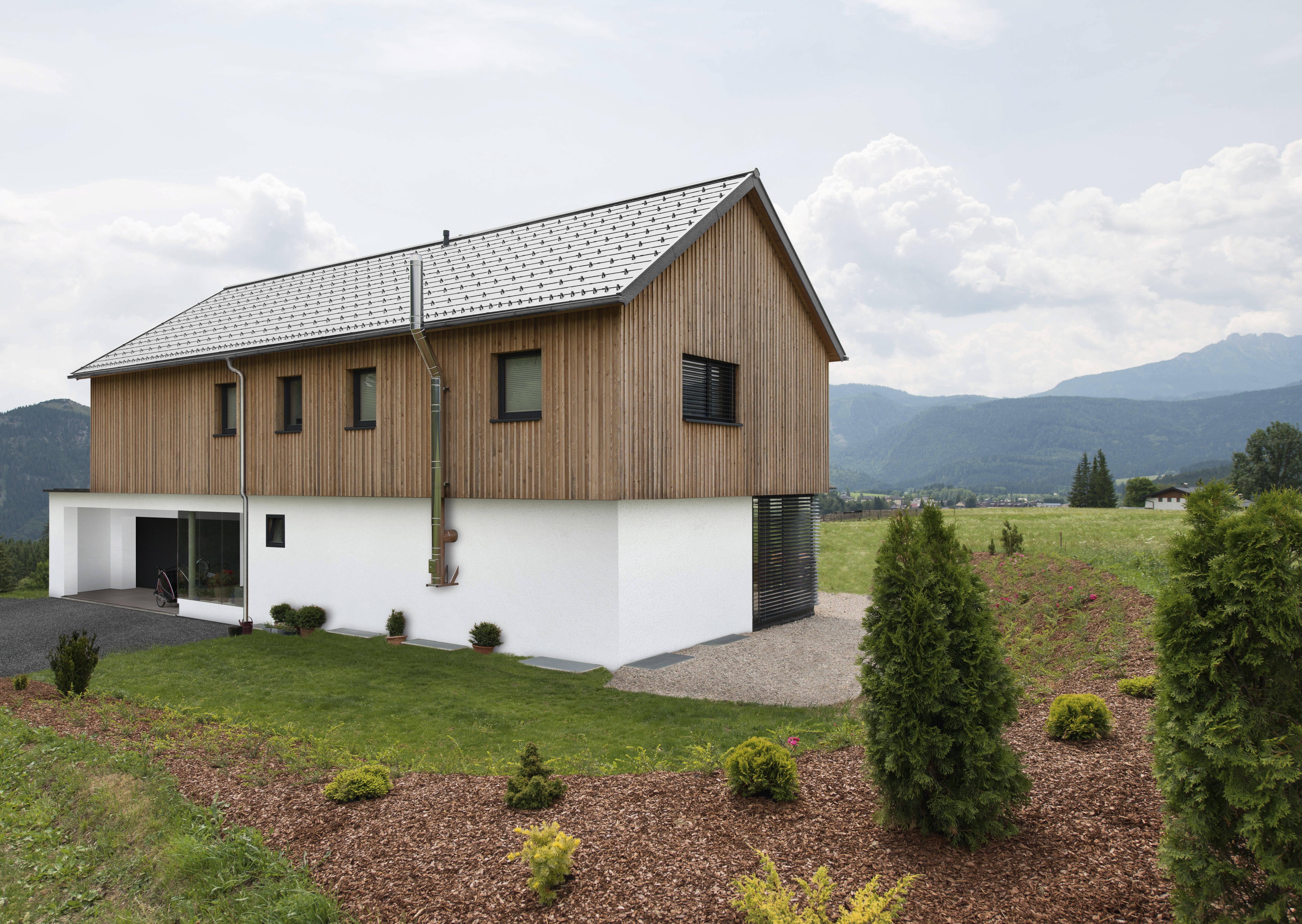 Wohnhaus mit Roofinox Matador Dachplatte
