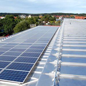Doppel-Stehfalzdach aus HFX Edelstahl mit Montagevorrichtung für Solar und PV