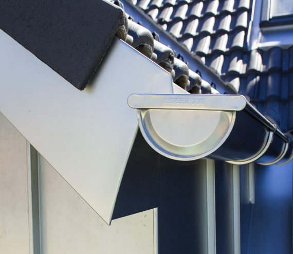 Roofinox Flashing – The right protection for the corners and edges